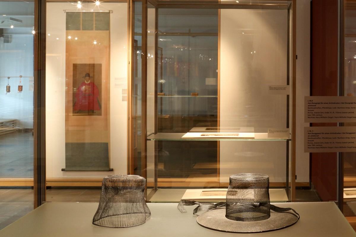 Koreanische Künstlerin datiert